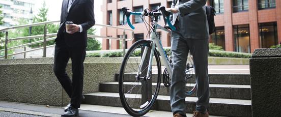 交番、自転車屋まで運べるか・・の画像