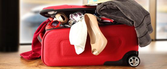 空港で、スーツケース開いた・・の画像